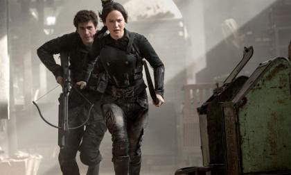 The-Hunger-Games-Mockingjay-Part-1-Katniss-and-Gale