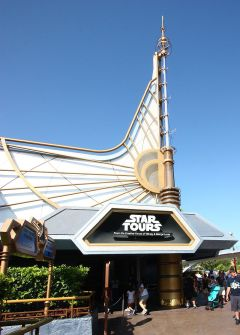 800px-Star_Tours_Entrance_DLR