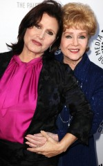 rs_634x1024-161229113738-634-2debbie-reynolds-carrie-fisher-bond